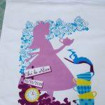 Camiseta Alice no Pais das Maravilhas chá de bebe